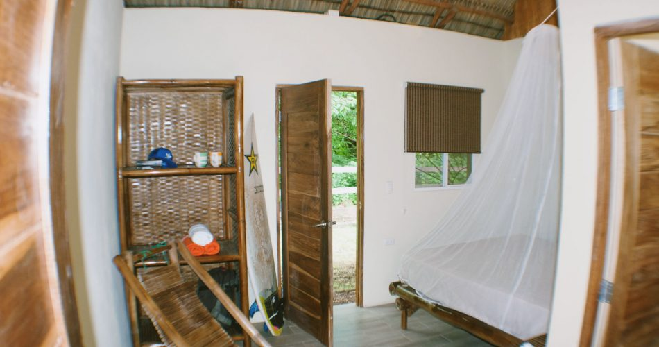 room-habitacion-doble-amarillo-surf-camp